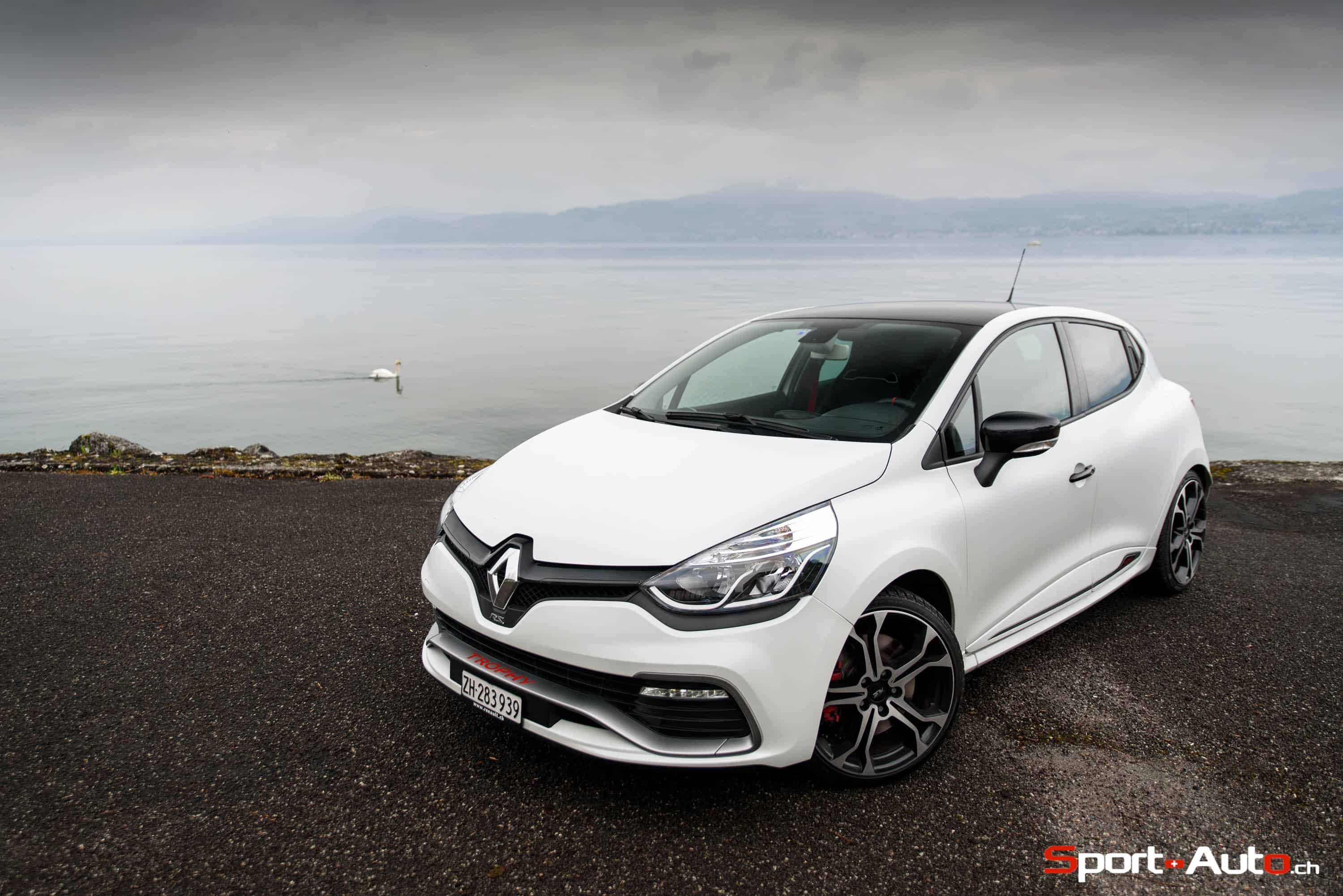 essai renault clio rs trophy 220 edc sport. Black Bedroom Furniture Sets. Home Design Ideas