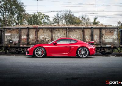 Porsche-Cayman-GT4-15