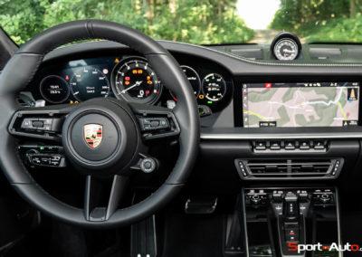 Porsche 911 992 Carrera Gilles -29