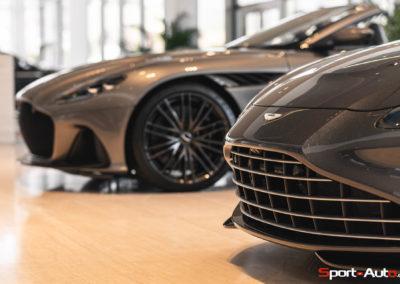 Aston Martin Vantage Roadster Showroom -2
