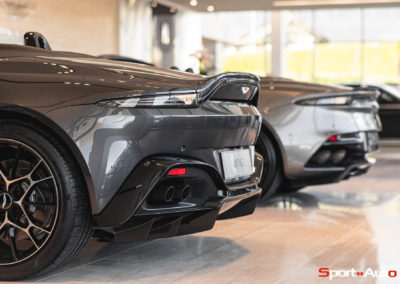 Aston Martin Vantage Roadster Showroom -4