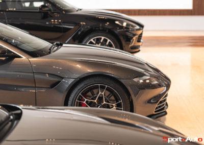 Aston Martin Vantage Roadster Showroom -6
