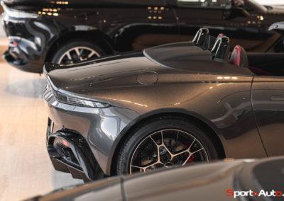 Aston Martin Vantage Roadster Showroom -7