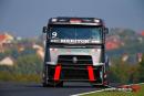 F1- Sébastien Buemi en démonstration avec la RedBull…. et un Camion !