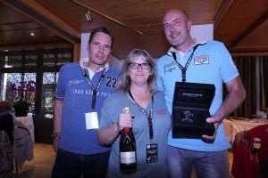 00 Philippe Siffert a remis une bouteille de champagne et une montre Jo Siffert aux vainqueurs, Brigitte et Armin Labhart.