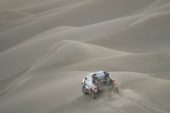 Opening stage of 2019 Dakar Rally plunges racers into the dunes
