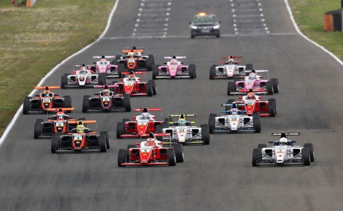 ADAC Formel 4 – Petecof feiert überlegenen Start-Ziel-Sieg in Oschersleben