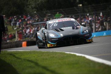 Zwei Aston Martin Vantage DTM beim Heimrennen in Brands Hatch in den Top-10