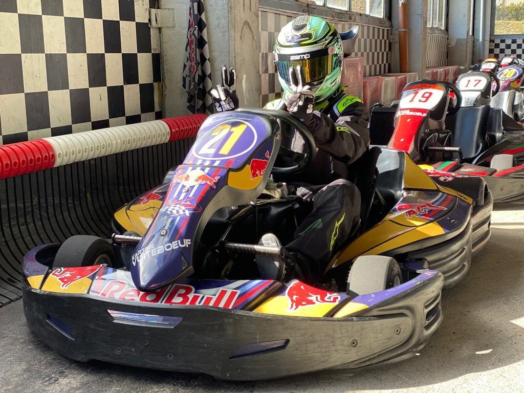 Du karting loisir à la compétition, un virage serré, mais passionnant. Ethan nous raconte: