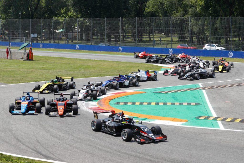 Eurocup Formula Renault - Franco Colapinto remporte la première course de la saison à Monza, Grégoire Saucy au porte de points