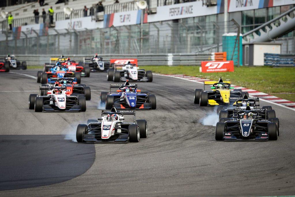 Formule Renault - Victor Martin offre sa première victoire à Art GP, Grégoire Saucy au pied du podium