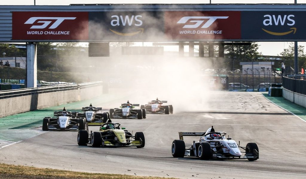 Eurocup Formule Renault - Victor Martins riposte à Magny-Cours, Top 6 pour Grégoire Saucy