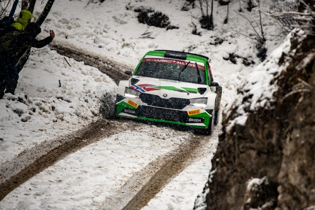 Škoda crews survive winterly mountain stages to keep 1-2 lead in WRC3