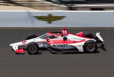 Un problème de frein empêche Simona de Silvestro de terminer l'Indy 500, Helio Castroneves remporte sa quatrième victoire